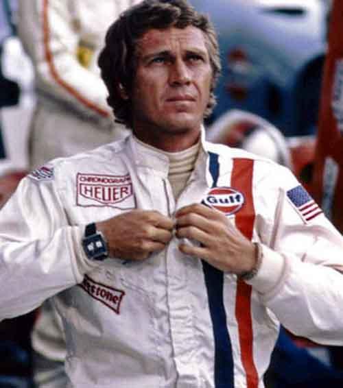 Le Mans : Steve McQueen porte une Heuer Monaco fond bleu