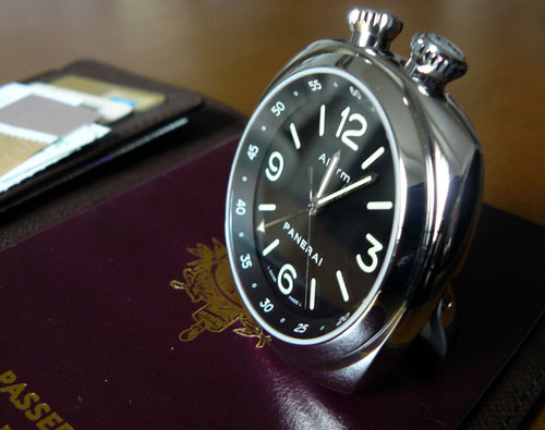 Panerai Alarm Clock PAM00173 : un petit réveil matin à emmener avec vous partout en voyage