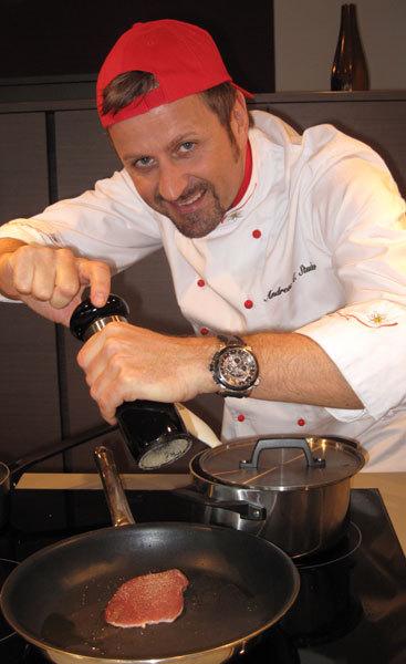 Studi cuisine avec au poignet une Patravi TravelTec FourX de Carl F. Bucherer