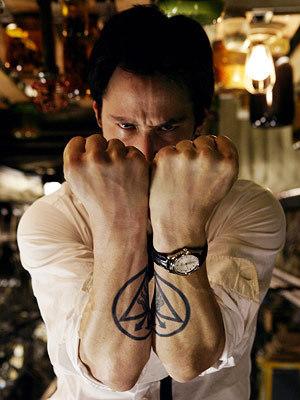 Constantine : Keanu Reeves porte une Oris Modern Classic