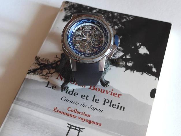 Grand voyageur devant l'éternel Nicolas Bouvier est l'auteur de Le Vide et le Plein. Un ouvrage qui nous plonge dans le Japon des années soixante.