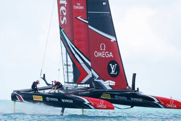 Emirates Team New Zealand remporte la Coupe de l'America avec une Omega au poignet