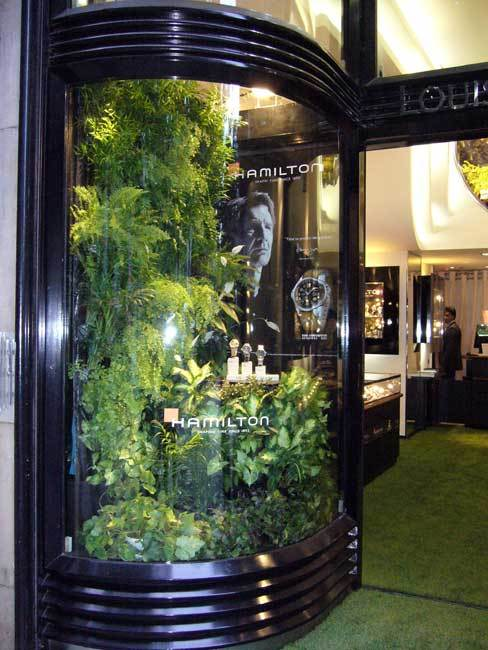 Hamilton : la Khaki Conservation en vedette chez Louis Pion sur les Champs-Elysées