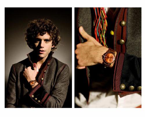 Le chanteur Mika porte une montre Piaget Altiplano dans son clip «Rain»
