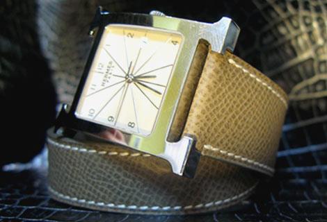 Bracelet montre double tour en veau grainé sur montre Hermès