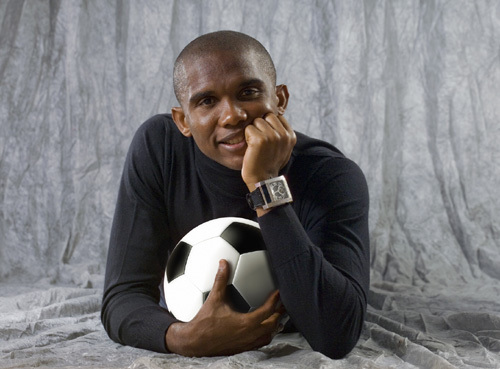 Samuel Eto'o portant une montre Eto'o World