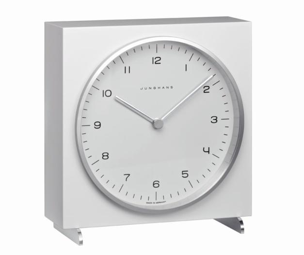 Junghans : le temps élégant des pendulettes de bureau Max Bill
