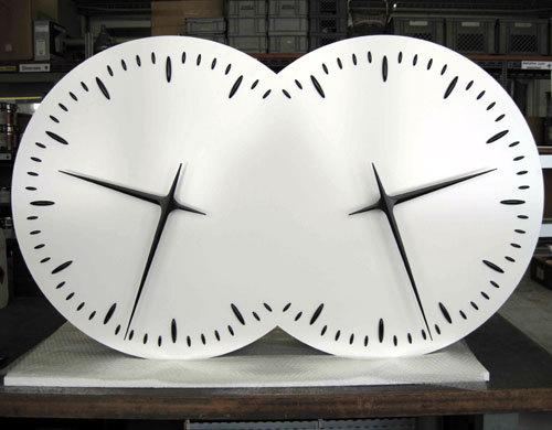 Les Inséparables, 2000-2010. Horloge, 67 x 120 x 15 cm © Esther Shalev-Gerz, ADAGP, Paris 2010