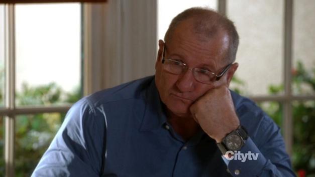Modern Family : Ed O'Neill porte une montre Bell & Ross BR 01 kaki