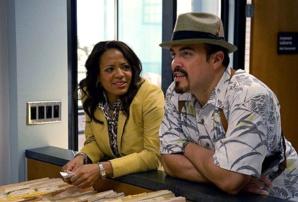 Dexter : Luna Lauren Velez porte une Santos de chez Cartier