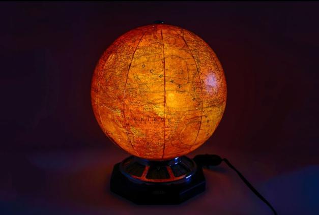 Old-time-heure : une somptueuse pendulette globe de chez Jaeger