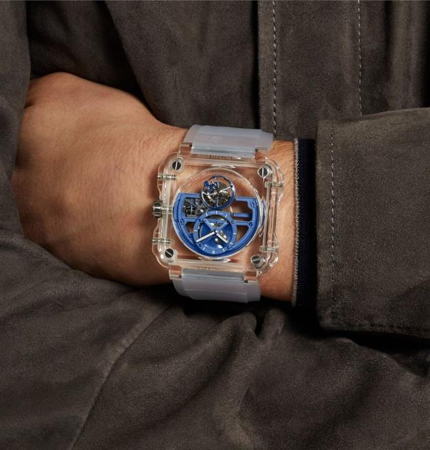 La BR-X1 Skeleton Tourbillon Sapphire bleue disponible en exclu sur Mr Porter