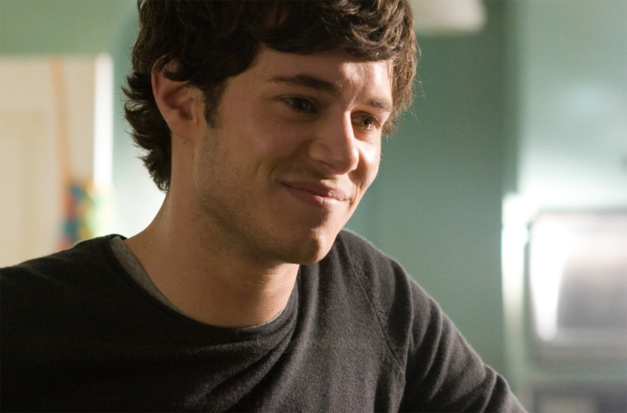 In the land of women : Adam Brody porte une Hamilton Blaine