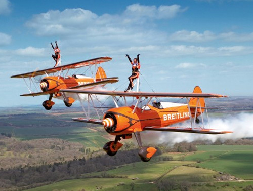 breitling wingwalkers des exploits renversants. Black Bedroom Furniture Sets. Home Design Ideas