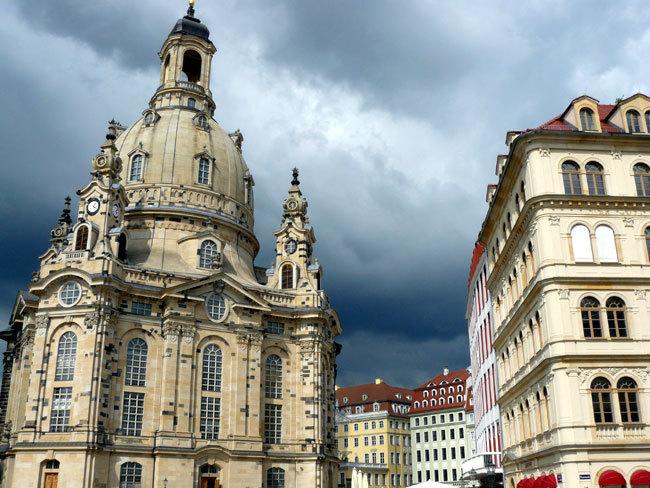 Dresde : deux boutiques de montres d'occasion « made in Saxonia » sur la place Neumarkt