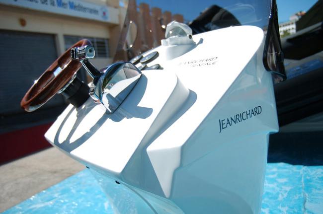 JeanRichard partenaire des bateaux semi-rigides Rafale : la Diverscope JR1000 s'installe à bord