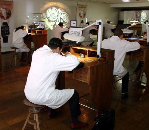 Un atelier d'horlogerie