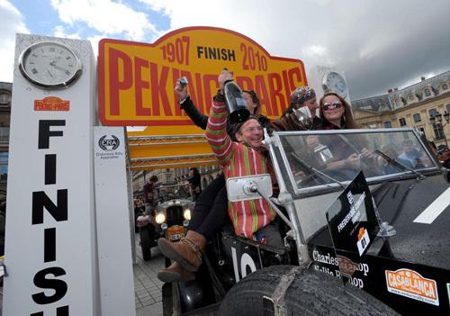 Frédérique Constant accueille les participants du rallye « Peking to Paris 2010 » sur la place Vendôme