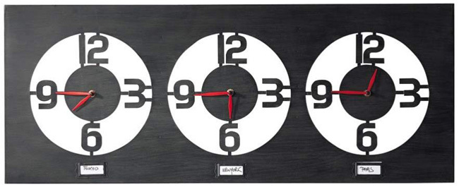 Maisons du monde : trois horloges qui proposent les heures du monde