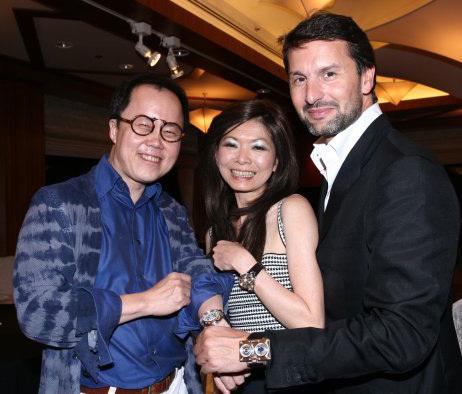 Bernard Cheong et sa femme Dolly en compagnie de Maximilian Busser