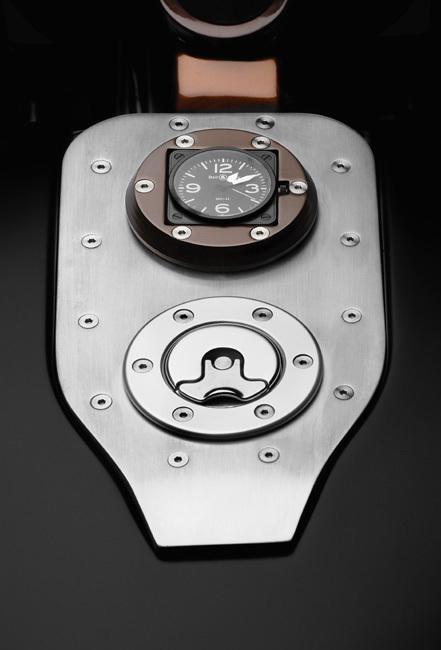 Une Bell & Ross BR01 Carbon rythme le temps de la Harley-Davidson Nacsafe Racer Bell & Ross