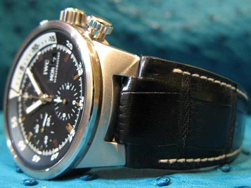 Bracelet en alligator noir mat sur montre IWC Aquatimer