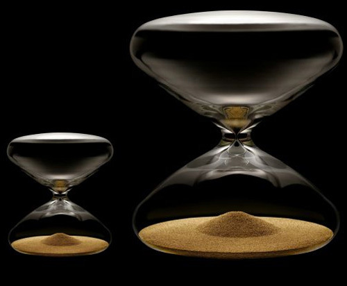 Le sablier Mini Hourglass de Marc Newson disponible chez Colette