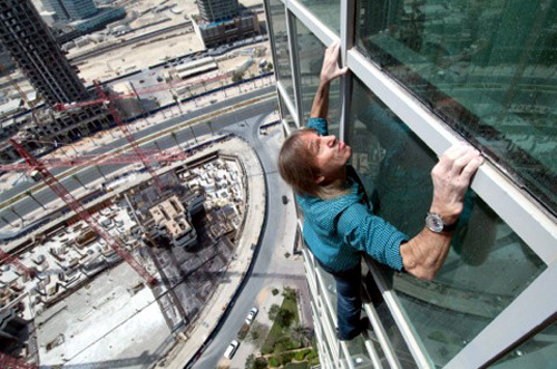 Alain Robert sur la tour Burj Khalifa de Dubai