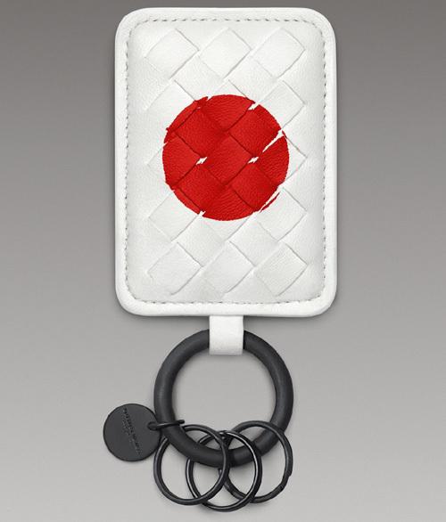 Bottega Veneta lance un porte-clés spécial Japon pour soutenir l'effort de reconstruction