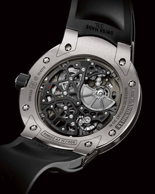 Richard Mille RM 033 : une montre ronde et un calibre extra-plat… Et pourtant, elle a tout d'une Richard Mille !