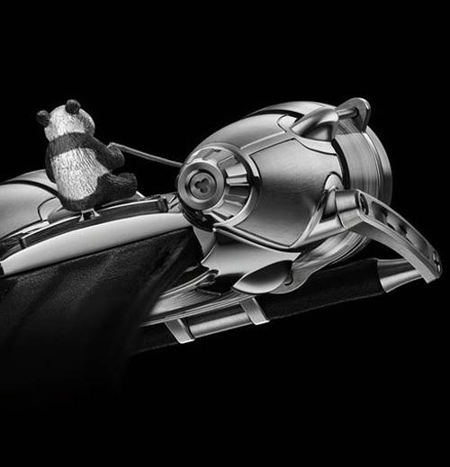 MB&F : une HM4 ornée d'un panda volant miniature pour Only Watch