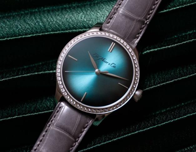Moser Endeavour Centre Seconds Diamonds Purity