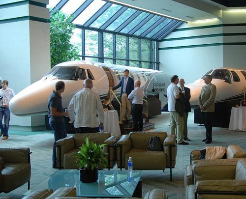 Alpina et Cessna célèbrent leur partenariat au siège mondial de la compagnie aérienne