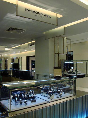 Automne 2011 : Raymond Weil s'implante au Printemps Haussmann à Paris
