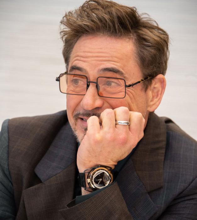 Robert Downey Jr. s'affiche en De Bethune