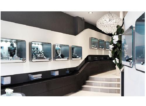 Breitling atterrit chez Forges à Paris