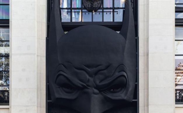 RJ : les vilains de Batman envahissent les Champs-Elysées
