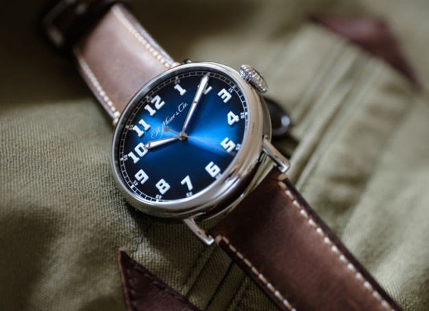 Moser & Cie Heritage Centre Seconds Funky Blue