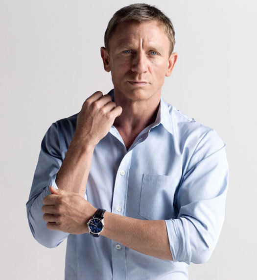 Daniel Craig porte la montre Omega Hour Vision Blue pour Orbis