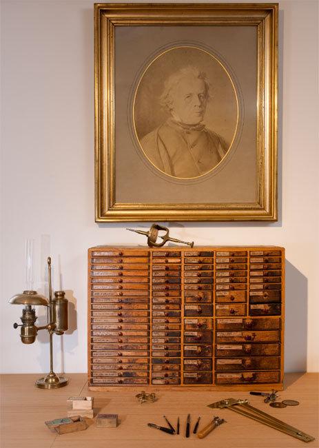 Un atelier d'horloger reconstitué