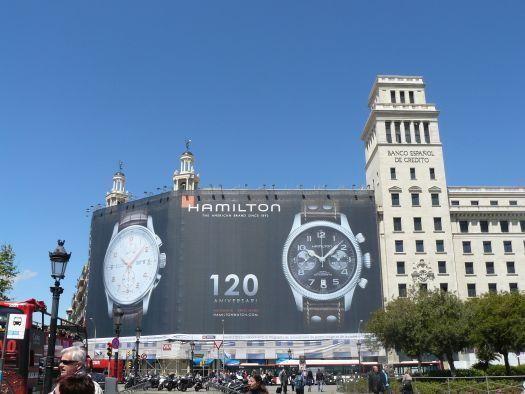 Hamilton, panneau géant plaça de Catalunya à Barcelone