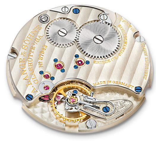 Lange & Söhne Saxonia Plate : finesse et élégance d'un garde-temps en or gris