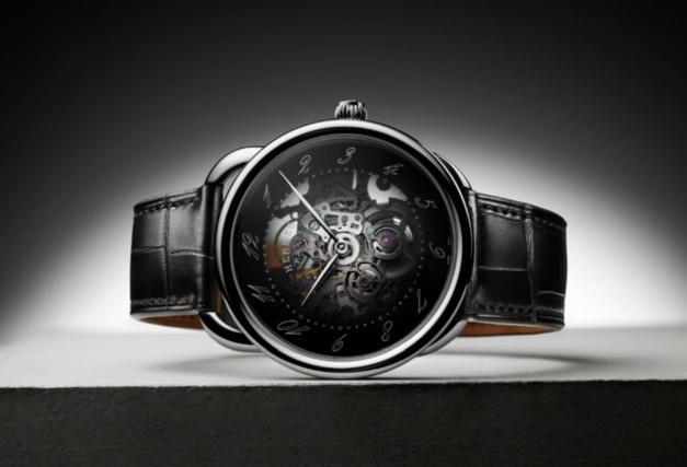 Hermès : une Arceau Squelette en acier avec cadran fumé