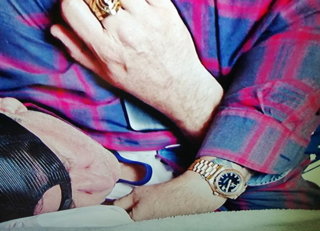 Rake : Anthony LaPaglia porte une Rolex Daydate de 40 mm en or rose