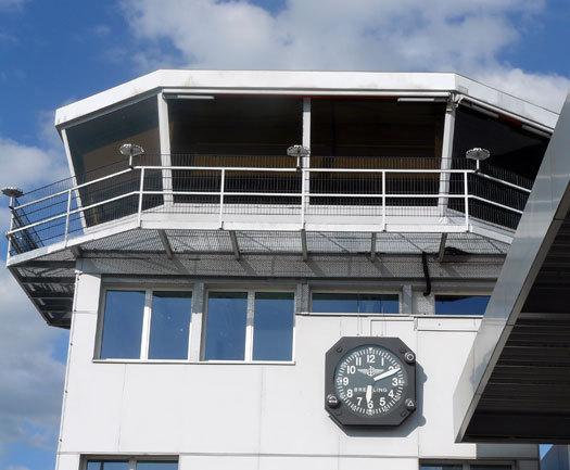 Breitling : Mikaël Brageot vole aux couleurs de la marque au « B » ailé