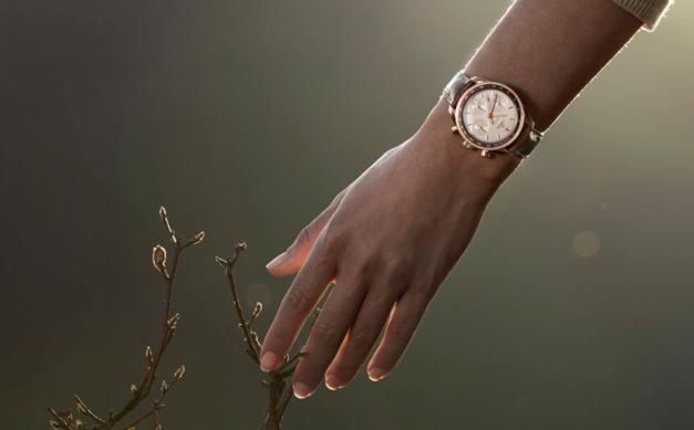 Omega : une Speed' 38 mm en or très féminine