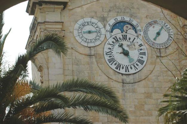 horloge astronomique du Grand Maître Manuel Pinto de Fonseca crédit photo © Office du Tourisme de Malte