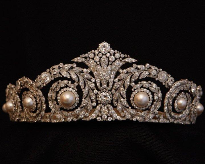 Diadème offert par le roi Alfonso XIII à la reine Victoria Eugenia en cadeau de mariage. Cartier Paris, 1920. (Prêt de la maison royale d'Espagne © Casa Real)