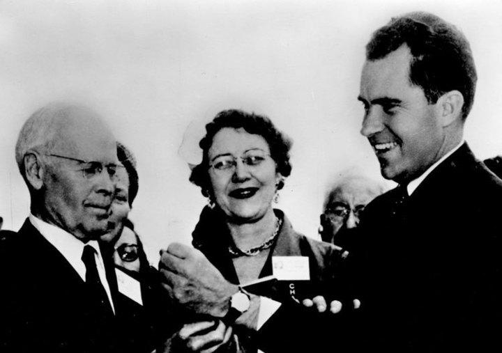 Richard Nixon, à droite