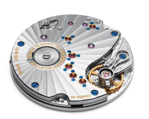 Le mouvement NOMOS à remontage manuel DUW 1001, réglé selon les valeurs de chronométriques. Magnifique, de haute précision.